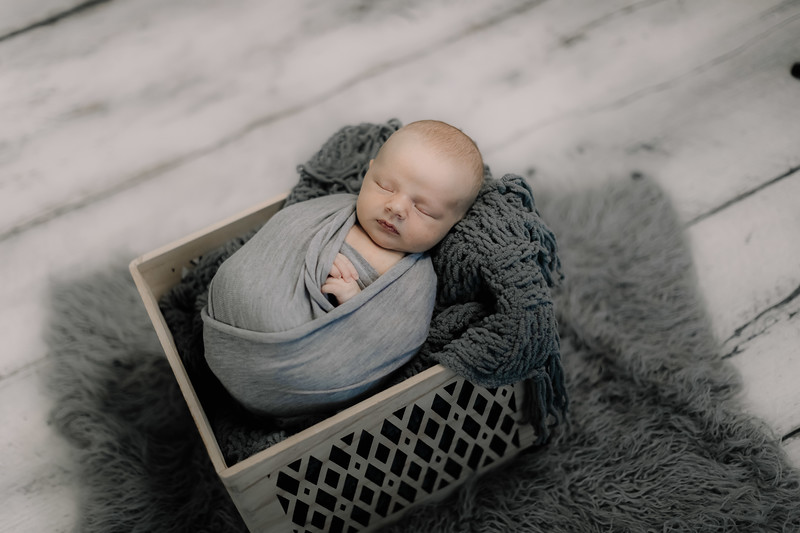 00010--©ADHPhotography2020--GriffinSheets--NewbornAndFamily--January7