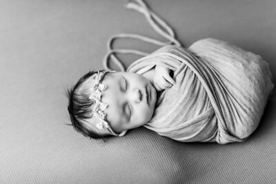 00069--©ADHPhotography2020--TENLEY--Newborn--February27bw