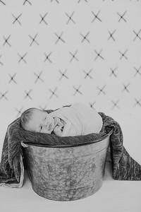 00004--2017©ADHPhotography--Uerling--Newborn