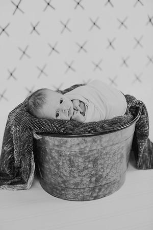 00022--2017©ADHPhotography--Uerling--Newborn