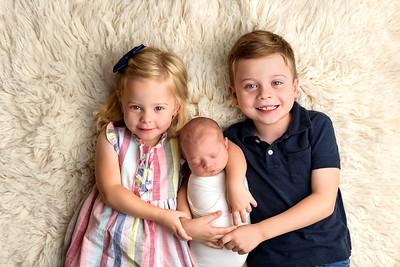 Newborn Photogarpher Near Me Cincinnati Sibling Photo