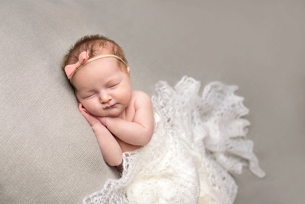 Cincinnati Newborn Photography Girl with Pink Bow