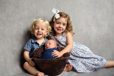 Cincinnati Newborn Photographer siblings with newborn
