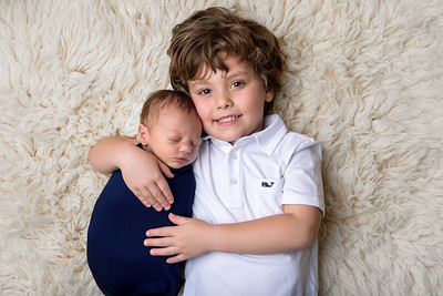 Best Newborn Photographer in Cincinnati Brothers Siblings Photo