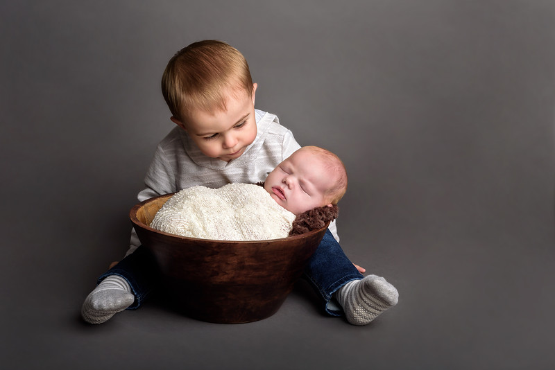 Cincinnati Newborn Photographer brothers siblings