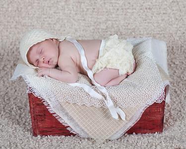 Mia_newborn27a