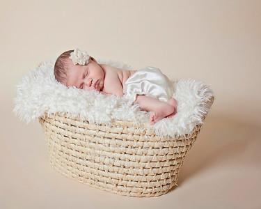 Mia_newborn46a