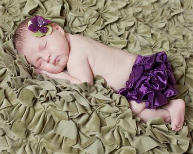 Mia_newborn51a