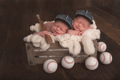 twins1withhats