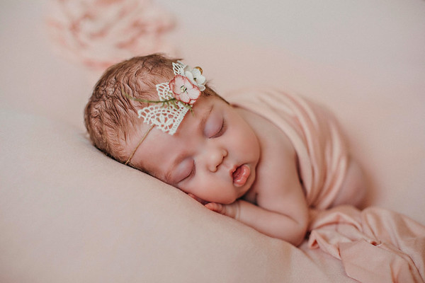 Kinsley Newborn 2018