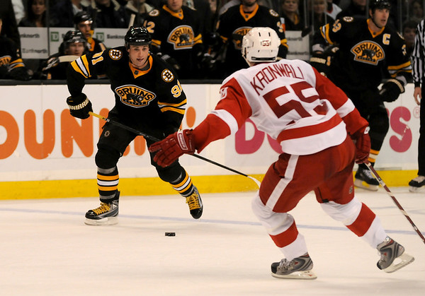 Boston: Bruins center Marc Savard lines up a shot against the Detroit Red Wings on November 29, 2008. Photo by Ben Laing/Newburyport Daily News Saturday November 29, 2008.