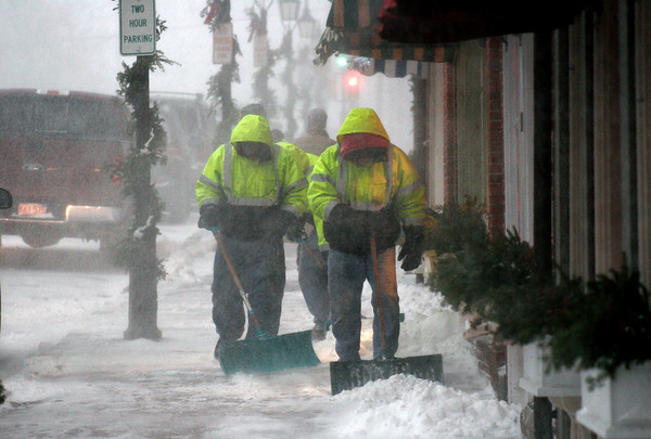 Newburyport: City crews got an early jump on snow removal as they began clearing sidewalks on downtown around 3pm. Photo by Ben Laing/Newburyport Daily News Friday December 19 2008.