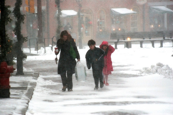 Newburyport: Despite the snow storm, some folks like these couldn't help making a trip downtown for some Christmas shopping. Photo by Ben Laing/Newburyport Daily News Friday December 19, 2008.