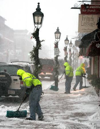 Newburyport: City crews got an early jump on snow removal as they began clearing sidewalks on downtown around 3pm. Photo by Ben Laing/Newburyport Daily News Friday December 19, 2008.