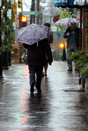 Newburyport:<br /> Umbrellas were plentiful yesterday on State Street in Newburyport as rain intensified as the day went on. Clearing is expected today with a sunny weekend in store.<br /> Photo by Bryan Eaton/Newburyport Daily News Thursday, December 11, 2008
