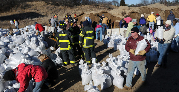 Newbury:<br /> Scores of volunteers filled sandbags in the cold weather on Olga Way on Plum Island.<br /> Photo by Bryan Eaton/Newburyport Daily News Saturday, December 13, 2008