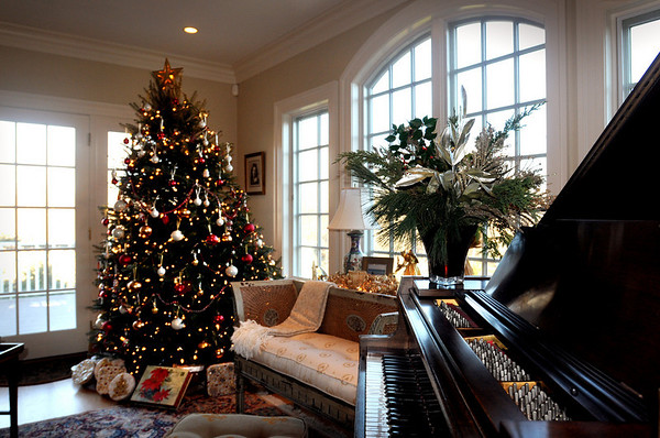 Newbury:<br /> A pianist will provide Christmas music at the Leana and Brad Gallagher home on this weekend's Holiday Tour.<br /> Photo by Bryan Eaton/Newburyport Daily News Tuesday, December 02, 2008