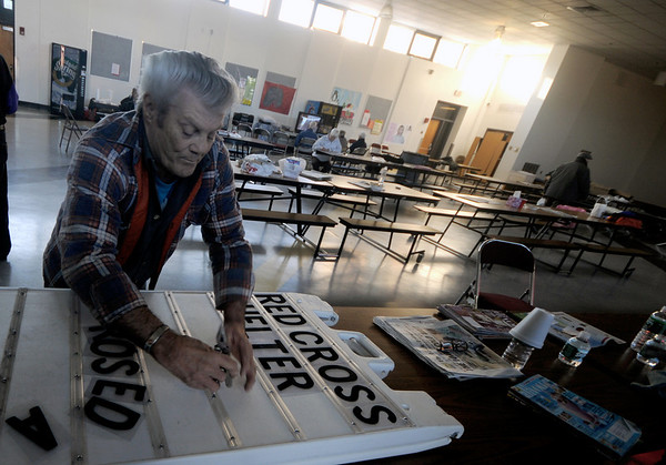 Amesbury: Mike Flanagan puts letters on a sign to direct people to the   Red Cross shelter at Amesbury Middle School. Flanagan came to the school after losing power at his home at Powow Villa, and was happy to help out.<br /> photo by Jim Vaiknoras/Newburyport Daily News. Saturday December 13, 2008