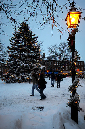 "Newburyport: ""As shoppers rush home with their treasures""  Market Square is lite by holiday lights relected of this weekends snow.photo by Jim Vaiknoras/Newburyport Daily News.Sunday December 21, 2008"