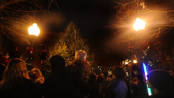 Amesbury:The tree in Market Square is lite at the Amesbury Santa Parade and Tree Lighting Saturday afternoon. photo by Jim Vaiknoras/Newburyport Daily News. Saturday December 6, 2008