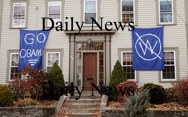 Salisbury:<br /> Jo Ann Clemens has decorated the front of her Jefferson Street home in Newburyport for an Obama-tini party she held last night.<br /> Photo by Bryan Eaton/Newburyport Daily News Tuesday, November 04, 2008