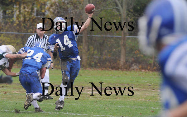 Georgetown:Georgetown's Joe Esposito looks downfield against North Reading Saturday at Georgetown.<br /> photo by Jim Vaiknoras/Newburyport Daily News Saturday November 8, 2008