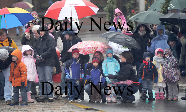 Newburyport:The young and old alike brave the rain to wait for Santa at the annual Santa Parade and Tree Lighting Sunday night in Newburyport.photo by Jim Vaiknoras/Newburyport Daily News.Sunday November 30, 2008