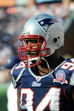 Foxboro: Patriots defensive lineman Ty Warren (94) watches the New England offense from the sideline during Sunday's 27-17 victory over Miami. Photo by Ben Laing/Staff Photo