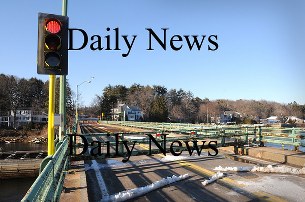 Amesbury:<br /> The traffic light is still red and the gates still closed at the Hines Bridge.<br /> Photo by Bryan Eaton/Newburyport Daily News Tuesday, February 24, 2009