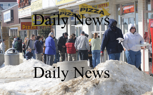 Salisbury: With a touch of spring in the air, people lined up for pizza at Salisbury Beach Center Sunday afternoon.photo by Jim Vaiknoras/Newburyport Daily News. Feburary 7, 2009