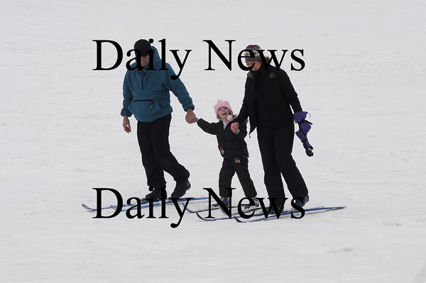 Amesbury:Dawn and Stephen Pellitier  cross country ski with their daughter Kayla, 4, at Woodsom Farm in Amesbury Sunday afternoon. photo by Jim Vaiknoras/Newburyport Daily News February 22, 2009