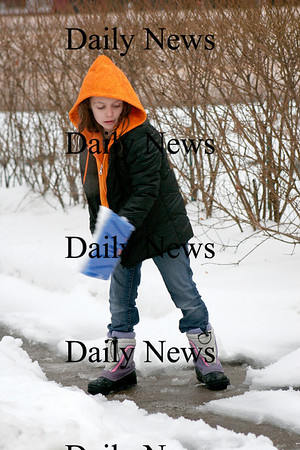 Newburyport: Emily Rodgers of Newburyport helps out her family as she shovels the snow off the sidewalk in front of their home Wednesday. Photo by Ben Laing/Newburyport Daily News Wednesday January 7, 2009.
