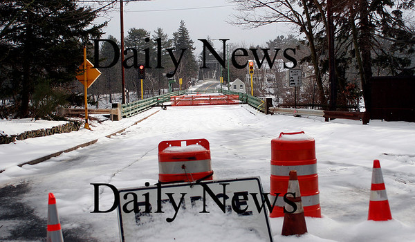 Amesbury: The Hines Bridge between Amesbury and Newburyport remains closed as officials wait to make plans for future repairs. Photo by Ben Laing/Newburyport Daily News Thursday January 8, 2009.