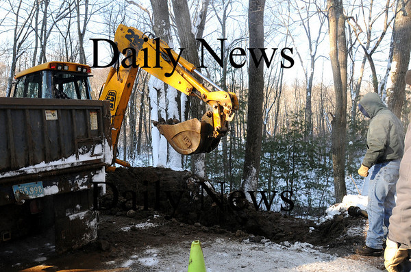 Georgetown:<br /> Georgetown DPW digs down to a broken water pipe in front of 42 Spofford Street early Wednesday morning.<br /> Photo by Bryan Eaton/Newburyport Daily News Wednesday, January 21, 2009