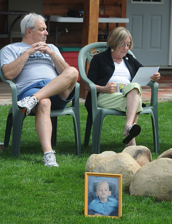 Amesbury:Jean and Joe Panza read a letter jean wrote to Paula Flint after recieving her son Drew's heart after his death. Jim vaiknoras/staff photo