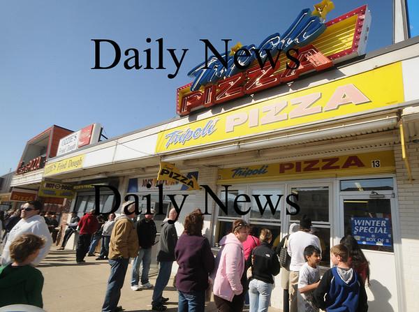 Salisbury: Beach goers line up for pizza on a warm March day on Salisbury Beach.Jim Vaiknoras/Staff photo