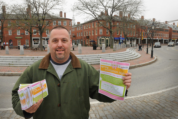 Newburyport: Kevin Riley of Partridge in a Bear Tree is leading a drive among downtown Newburyport merchants to hand out cards to visitors of tonight's Invitation Night where they can win cash prizes. People need to get a check off from 10 of a couple dozen Chamber of Commerce businesses participating--no purchase necessary--to be entered in the contest. Bryan Eaton/Staff Photo  Newburyport News  Thursday May 7, 2009.
