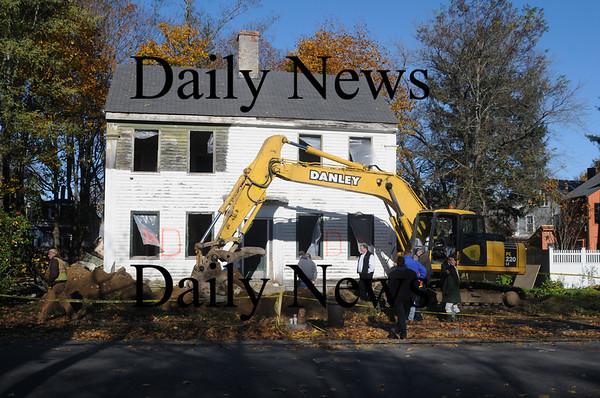 Newburyport: Danley Demolishion of Fremont NH work at the reduction of the house at 30 Marlboro St in Newburyport. Jim Vaiknoras/Staff photo