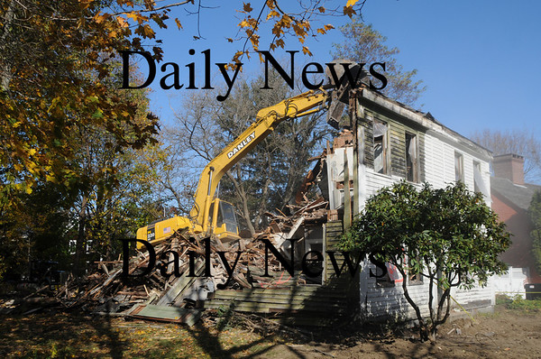 Newburyport: Danley Demolishion of Fremont NH work at the reduction of the house at 30 Marlboro St in Newburyport. Jim Vaiknoras/Staff photo