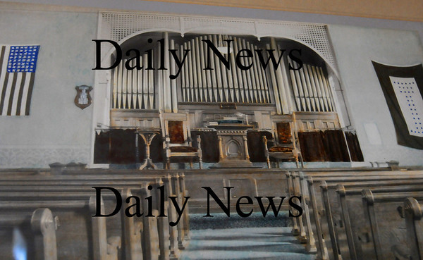 Salisbury: The sanctuary of the East Parish Meetinghouse pictured in 1918, the year the present organ was installed. Bryan Eaton/Staff Photo Newburyport News   Thursday September 17, 2009.