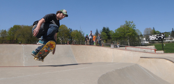 """Newburyport:paul Murray of Newburyport competes in the """"Bowls of Steez""""<br /> at Newburyport Skatepark Saturday afternoon. The contest was part of a funraiser for the park sponsored by Steez Magazine. Jim Vaiknoras/Staff photo"""