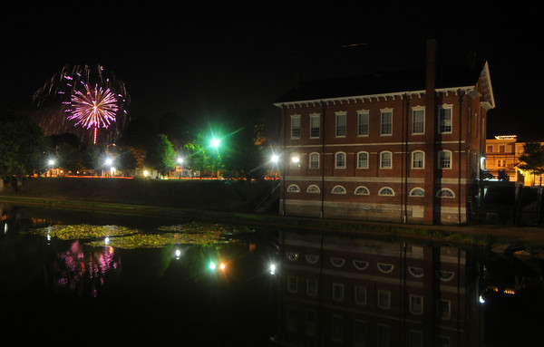 Newburyport: The Yankee Homecoming fireworks explode over the Bartlet Mall in Newburyport Saturday night. Jim Vaiknoras/Staff photo