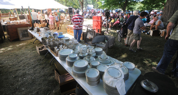 Byfield: A crowd gathers at the Pearson Homestead auction in Byfield Friday afertnoon. Jim Vaiknoras/Staff photo
