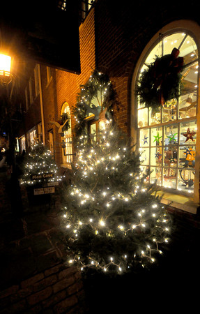 Newburyport: The Brass Lyon on Inn Street is lite up for the holiday. Jim vaiknoras/Staff photo