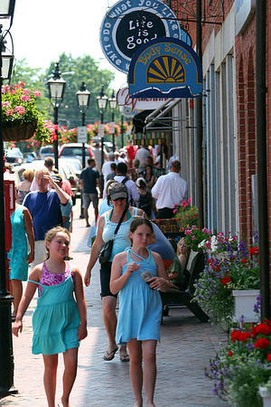 Newburyport: State Street was crowded as the long holiday weekend drew people to downtown Newburyport Monday afternoon. Photo by Ben Laing/Staff Photo