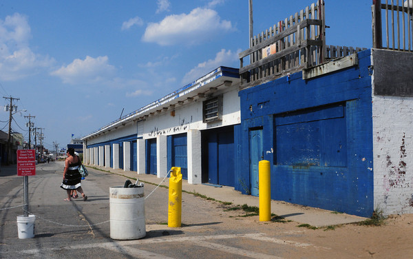 Salisbury: The former Sidewalk Cafe on Oceanfront South at Salisbury Beach. Bryan Eaton/Staff Photo