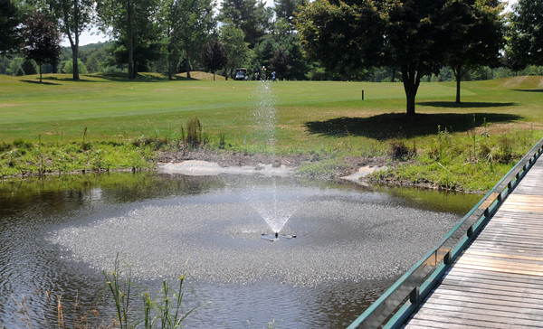 Georgetown: A bridge ove a small pond at the aproach to the 18th green at the Black Swan Country Club in Georgetown. Jim Vaiknoras/Staff photo
