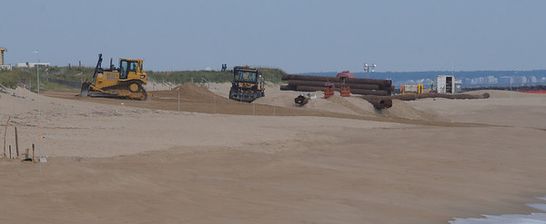 newbury: Worker begin laying pipe along Plum Island Beach for the sand from the merrimack River dredging project. Jim Vaiknoras/Staff photo