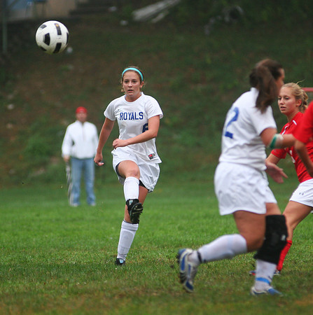 Georgetown: Georgetown's Ashley Mueskes (6) sends the ball to a teammate during Monday afternoon's game against Masconomet. Photo by Ben Laing/Staff Photo