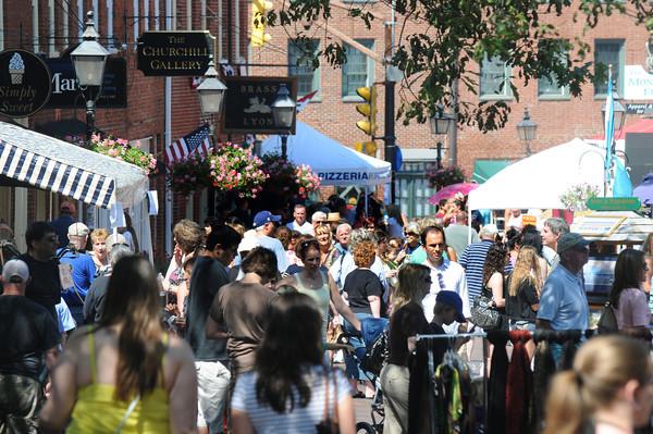 Newburyport:Shoppers crowd Inn Street for the annual Yankee Homecoming Sidewalk Sales. Jim Vaiknoras/Staff photo